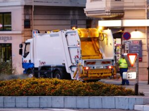 6 Ways Businesses can Save Money by Hiring a Junk Removal Service